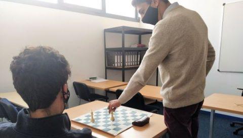 Motivación académica-ajedrez y finanzas